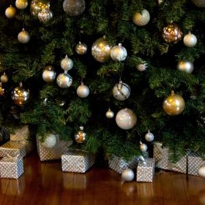 クリスマスツリーの足元…隠す?隠さない?