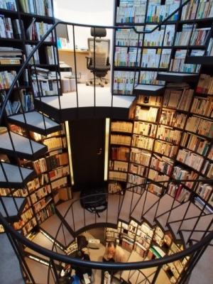 階段書庫3
