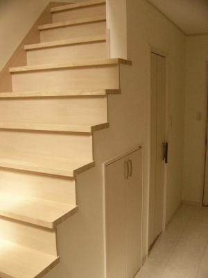 階段下小さい扉